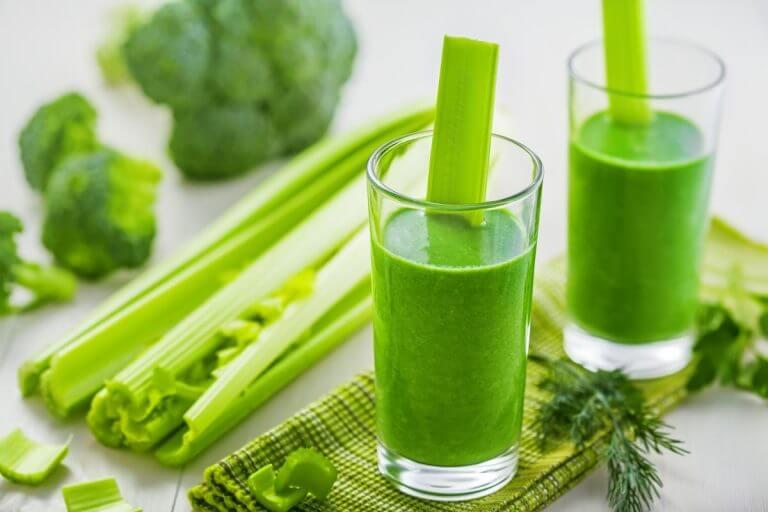 Идеальный зеленый смузи для тех, кто занят по утрам