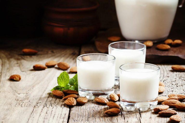Миндальное молоко с помощью блендера